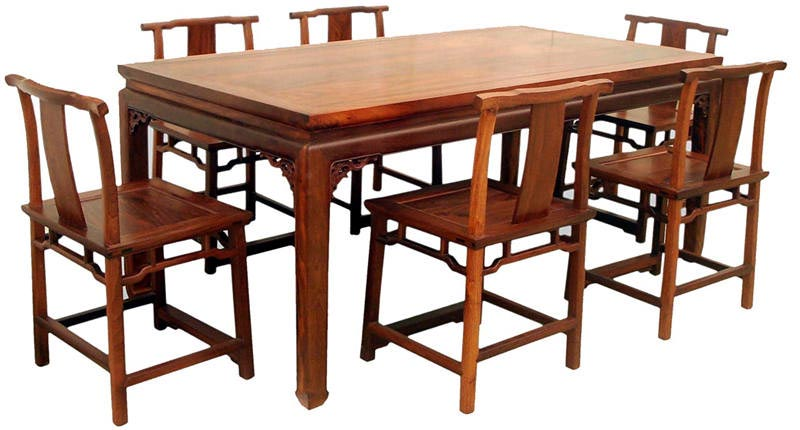 而高档的红木桌子更能体现